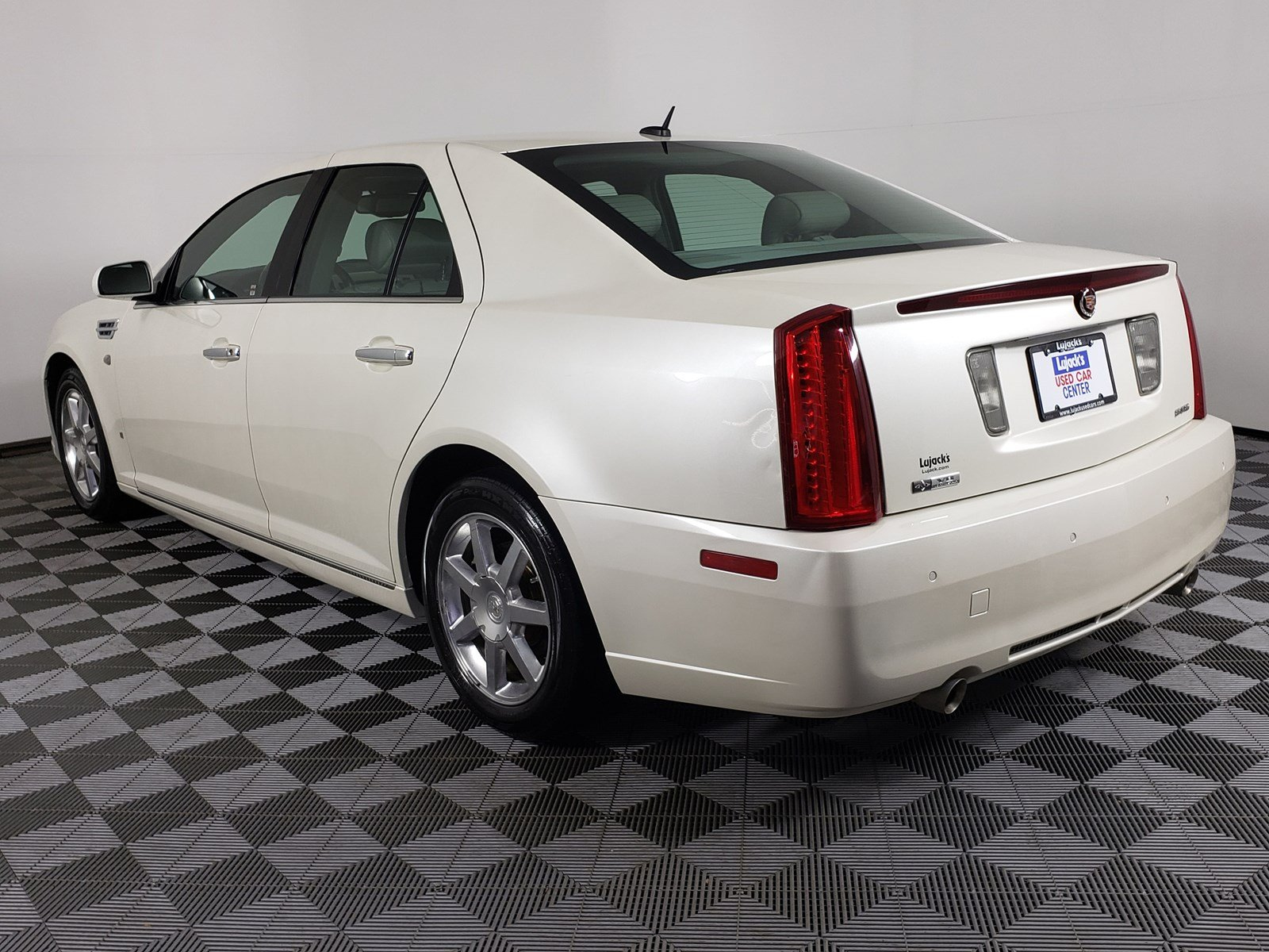 Pre-Owned 2008 Cadillac STS RWD w/1SE