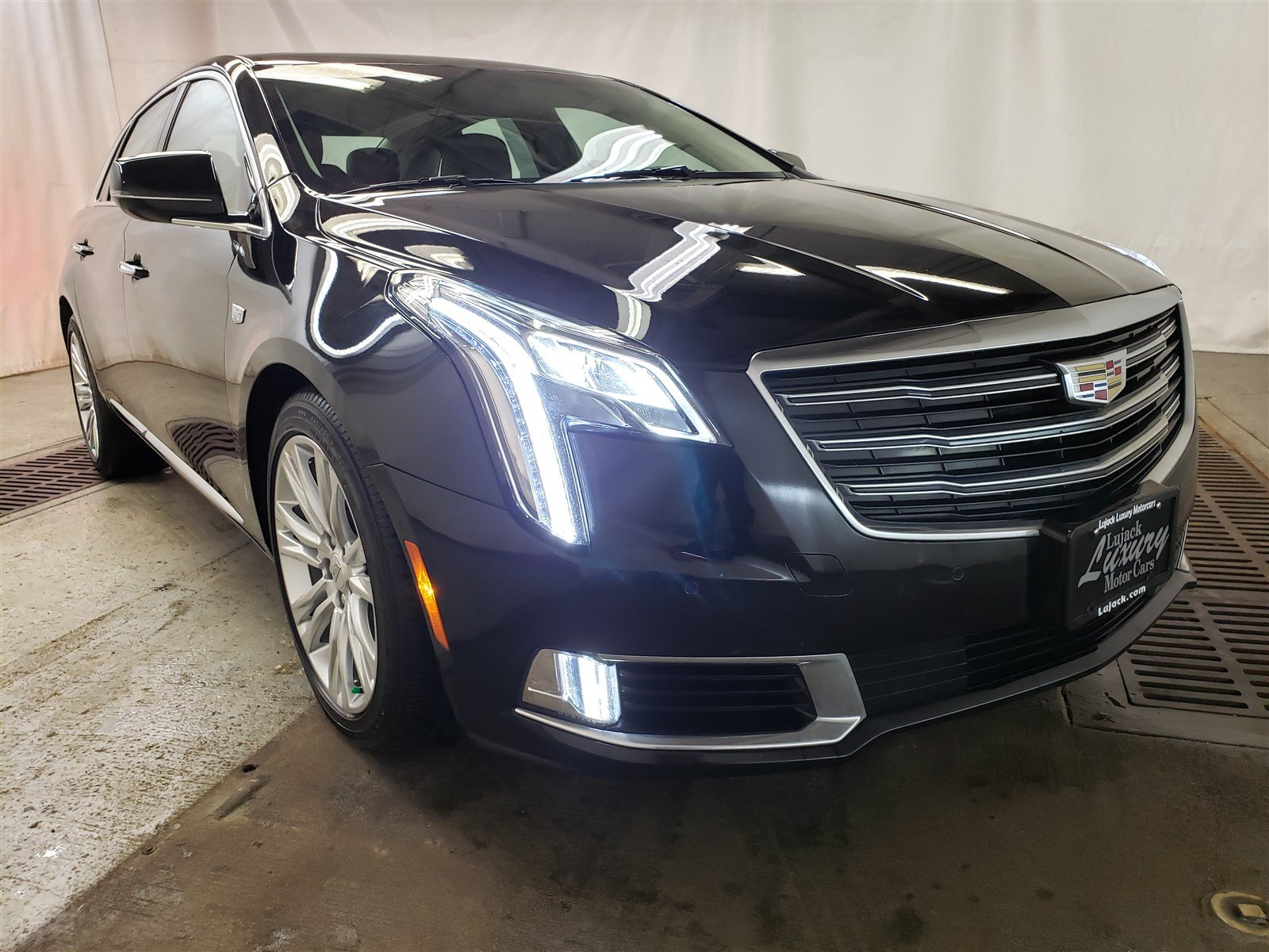 Pre Owned 2018 Cadillac Xts Luxury 4dr Car In Davenport 5zp9104