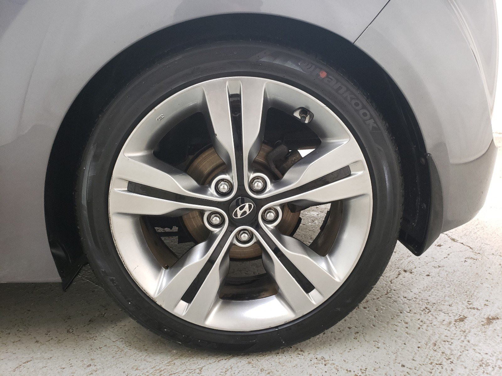 Hyundai Veloster Tires >> Pre Owned 2012 Hyundai Veloster W Black Int With Navigation